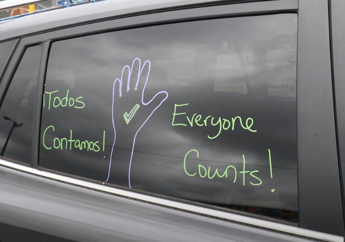 """""""¡Todos Contamos! Everyone Counts!"""" written on a car window"""